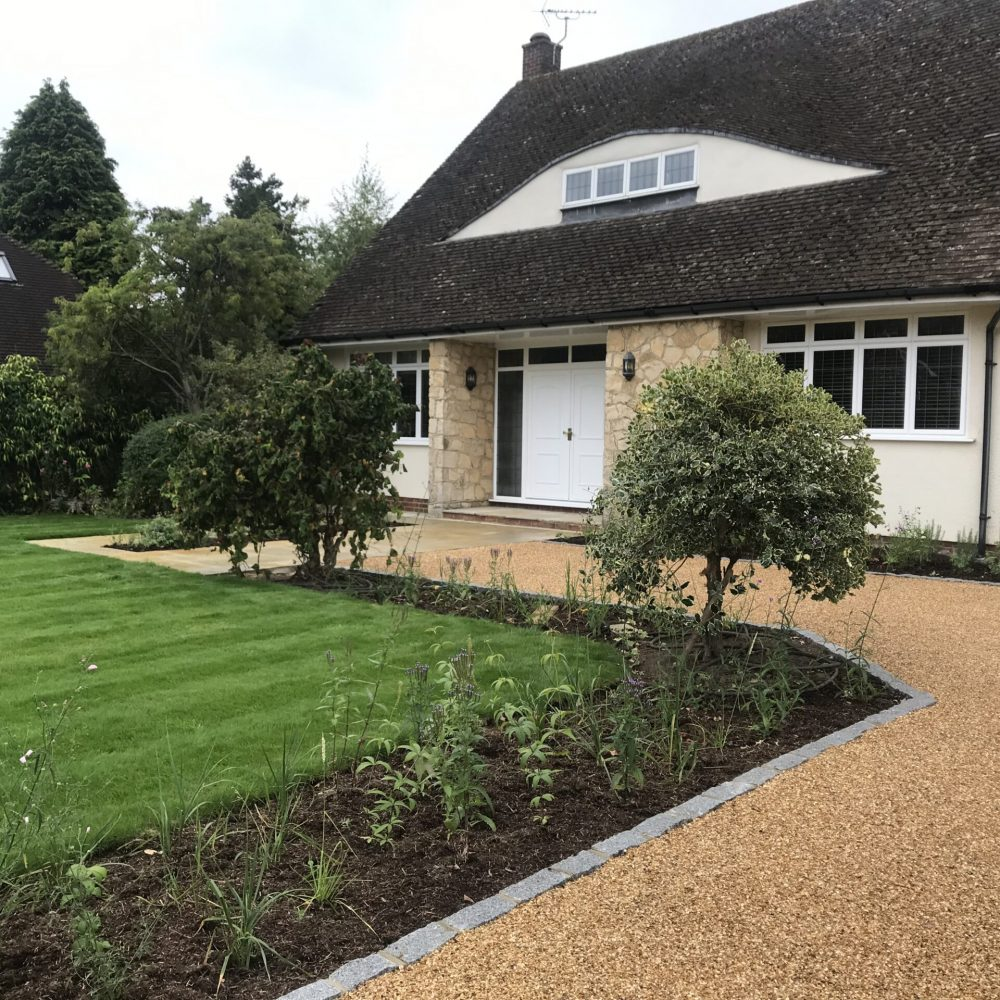 Contemporary Front Garden in Hampshire